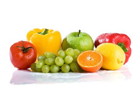 Frisches Obst und Gemüse isoliert auf weißem Hintergrund Standard-Bild - 4811853