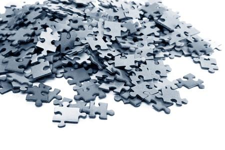 jigsaws: elementi di un puzzle blu isolato su uno sfondo bianco