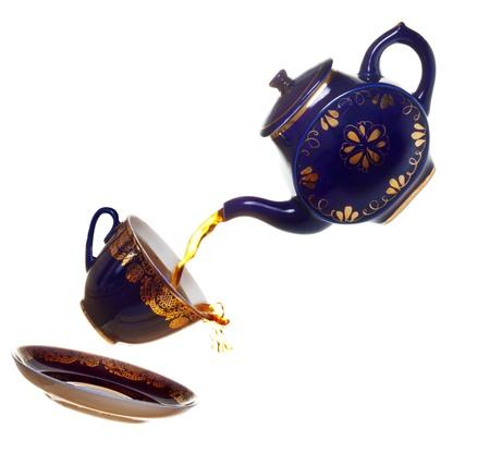het schenken van thee Stockfoto