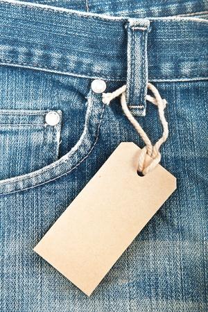 Blue Denim Jeans mit Papieretikett Standard-Bild - 12843162