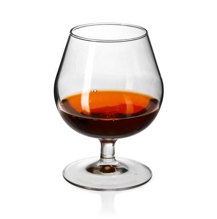 Glas Cognac auf auf weißem Hintergrund Standard-Bild - 19023106