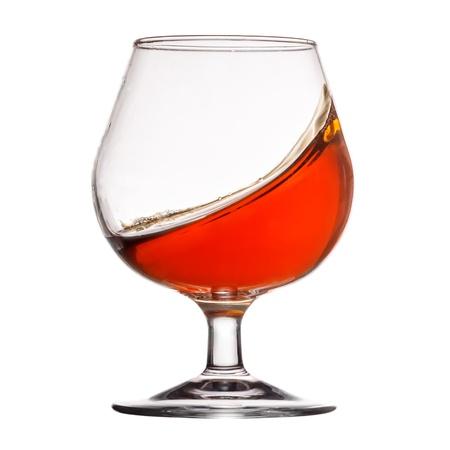 Splash of Cognac im Glas auf weißem Hintergrund Standard-Bild - 19023105