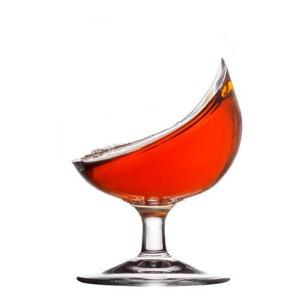 Splash of Cognac im Glas auf weißem Hintergrund Standard-Bild - 19023103