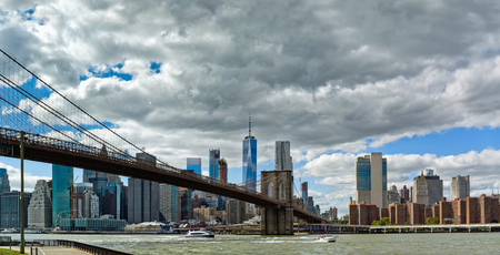 Panoramic view of Brooklyn Bridge and lower Manhattan, New York City, USA Foto de archivo