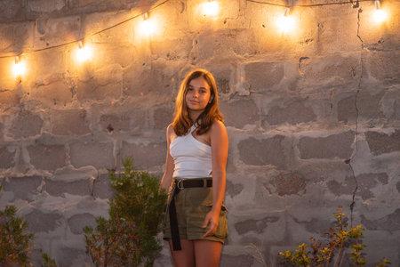 Outdoors street portrait of beautiful brunette happy smiling teen girl. Teen brunette girl outdoors Banque d'images