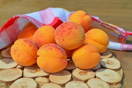 ripe: ripe apricots