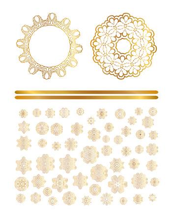 Decorazione dorata tradizionale di arte su fondo bianco Modello dorato dell'oro. Astratto ornamento d'oro.