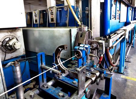 FERRETERIA: Dentro de la antigua fábrica de la fabricación de cables eléctricos. Tecnología obsoleta mediados del siglo 20. Foto de archivo