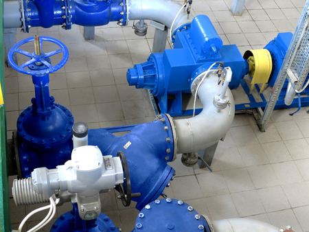 Water pumping station, industrial interior and pipes. Water system valves, electronic motor control water supply Standard-Bild