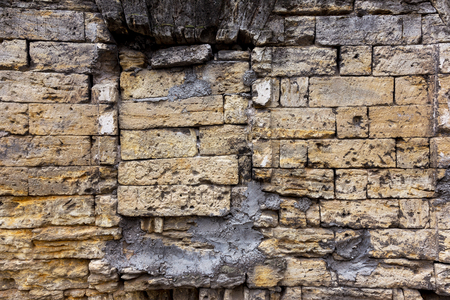 An old destroyed wall with large large cracks. Background of crack on an old wall as background for creative design. Destroyed cracked wall of building after earthquake and hurricane Standard-Bild