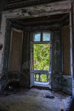 Broken glass in the windows of an old abandoned mystical house. A horror picture of broken window glass. Gloomy interior, depressive background for the design of tragedy, horror, Halloween Standard-Bild