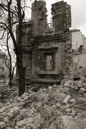 Ruins of historic historic house of Massons. Ruined house. old historical ramshackle house was destroyed after violent storm and earthquake. Odessa, 2017.  ruins of historic residential building 免版税图像