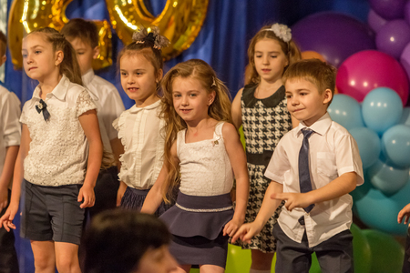 Odessa, Ukraine - May 31,2018: Children's musical group sing and dance on stage during graduation concert of elementary school. Children play. Emotional children's show on stage. Children's creativity Banque d'images - 127003458