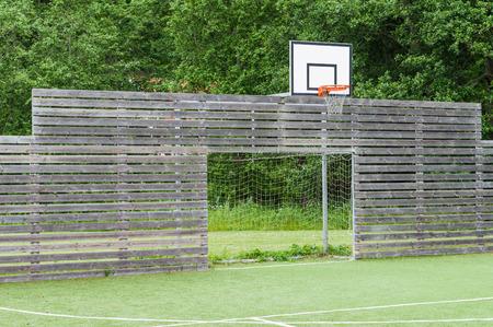 pasto sintetico: campo sintético parque infantil universal para el fútbol y el baloncesto