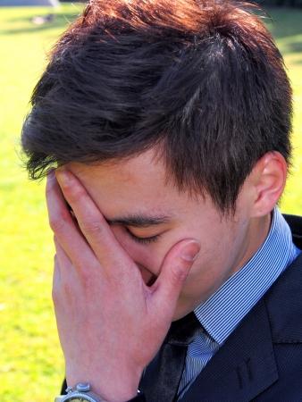 ashamed: Hombre asi�tico Avergonzado