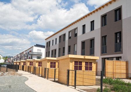 viviendas: Nueva urbanización con casas de jardín