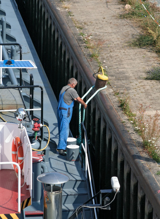 lashing: Seaman When mooring a cargo ship in a sluice