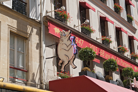 overlooking the rack shield of a restaurant in Paris 1st arrondissement near the halls