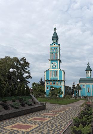 De blauwe kerk in Mostyska, Oekraïne