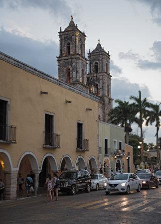 cathedral de san gervasio in the old town of valladolid, yucatan, mexico. Standard-Bild - 117054113