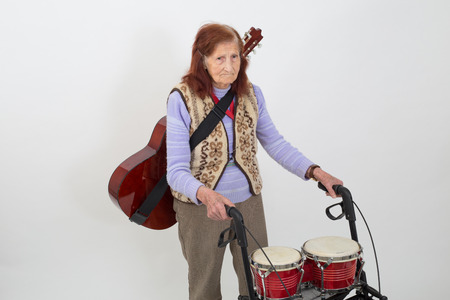 Único Anciana Con Andador Bandera - Ideas para Decorar con Marcos ...