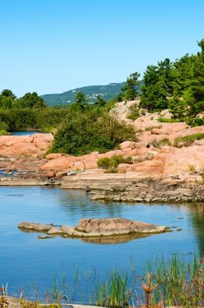 quarz: White quartzite mountains and pink granite rocks near Killarney, Ontario