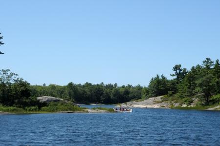 Cano� Voyager sur un lac