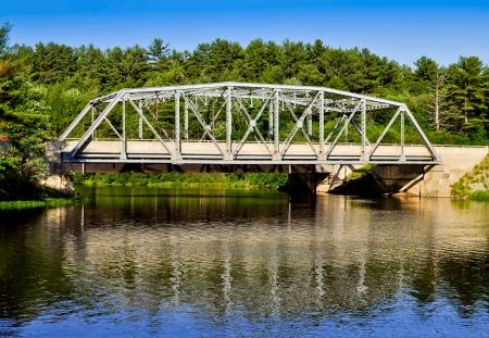 muskoka: Metal bridge