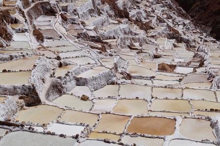 evaporacion: salina en Maras, cerca de Cuzco, Perú Foto de archivo