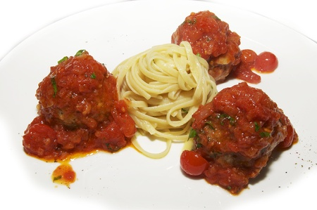 nutritiously: meatballs with pasta