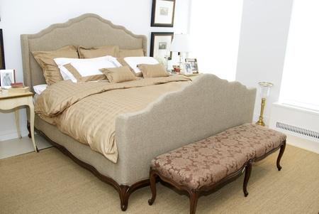 Bright and cozy bedroom Stock Photo - 13158523