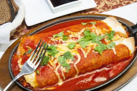 Cucina del ristorante messicano su un piatto bianco Archivio Fotografico - 15435696