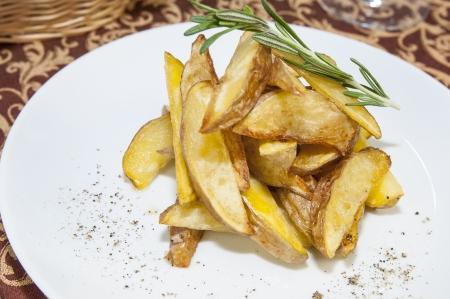 patate fritte su un piatto in un ristorante Archivio Fotografico