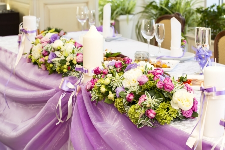 Bouquet su un tavolo in un ristorante Archivio Fotografico - 21360445
