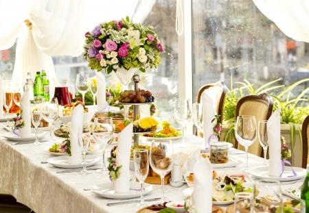 レストランでのテーブルの上の花束