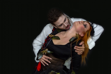 cetrino: bruja y un vampiro en un oscuro Foto de archivo