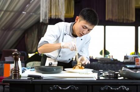 Chef giapponese preparare un pasto in un ristorante Archivio Fotografico - 23878010