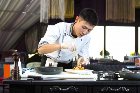 Japanese chef preparing a meal in a restaurant Фото со стока - 23878010