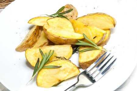 patate fritte su un piatto in un ristorante