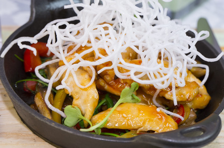 beansprouts: Chicken in sweet curry sauce with spaghetti