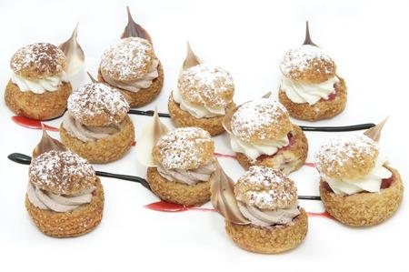 min: profiteroles with vanilla ice cream decorated with chocolate min