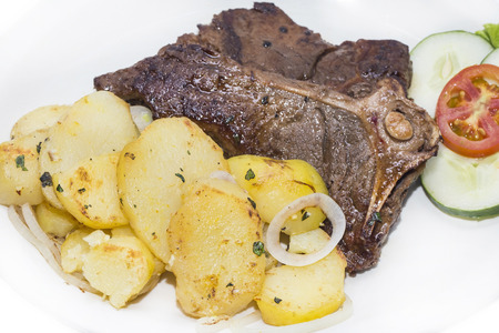 t bone steak: T Bone steak with potatoes and vegetables