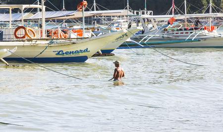 El NIDO, PHILIPPINES - FEB. 16: Morning in the harbor fishing village of El Nido FEB. 16, 2016 in El Nido Philippines. Фото со стока - 57456760