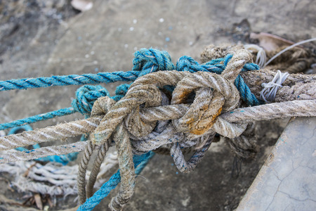 worn: Knotted knots on old worn ropes