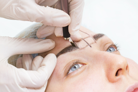 Mikrobleyding eyebrows workflow in a beauty salon
