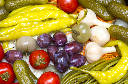 encurtidos: pickled vegetables, cucumber tomatoes asparagus and garlic cabbage Foto de archivo