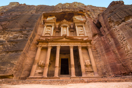 Ancient abandoned rock city of Petra in Jordan tourist attraction 版權商用圖片