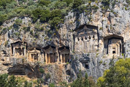 Antiguas tumbas antiguas de los reyes de Lycian en las montañas de Taurus Foto de archivo - 78225051