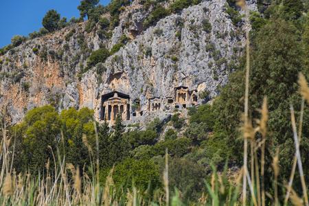 Antiguas tumbas antiguas de los reyes de Lycian en las montañas de Taurus Foto de archivo - 78225052
