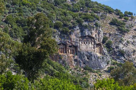 Antiguas tumbas antiguas de los reyes de Lycian en las montañas de Taurus Foto de archivo - 78225057